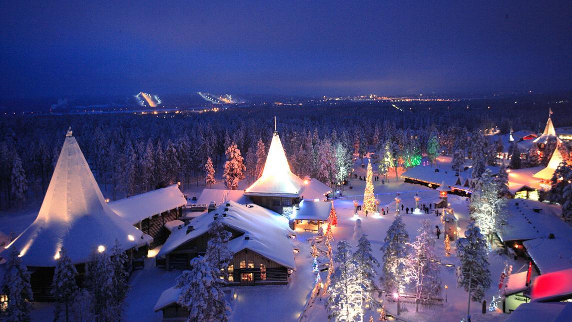 ciudad de Papá Noel iluminada