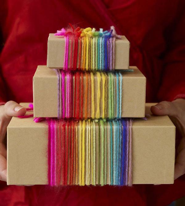 envolver regalos de Navidad con material reciclado