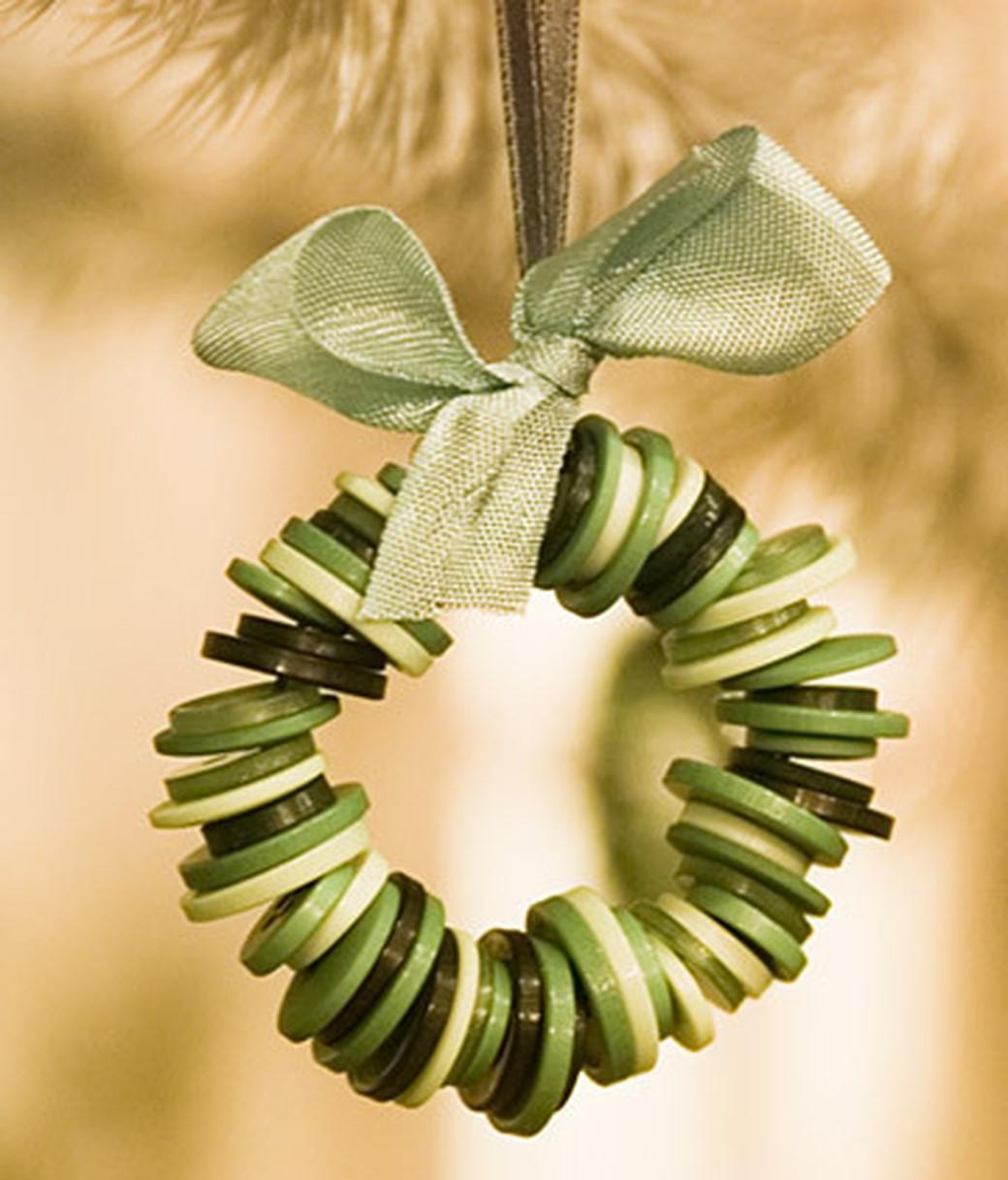 adornos de Navidad caseros - Corona de botones