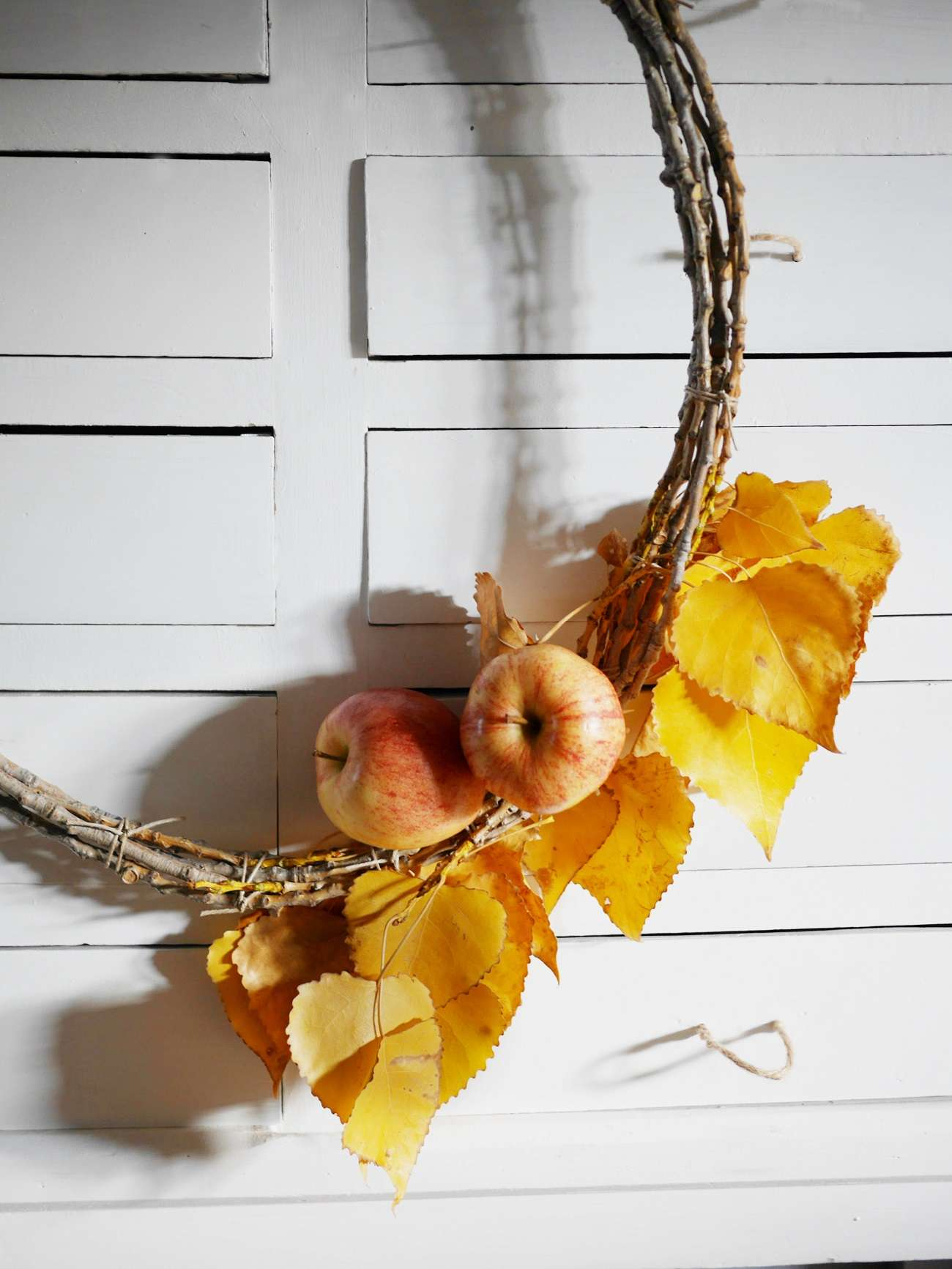 2 ideas para decorar en Navidad utilizando manzanas 2