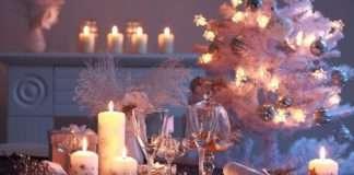 Luces de Navidad en la mesa