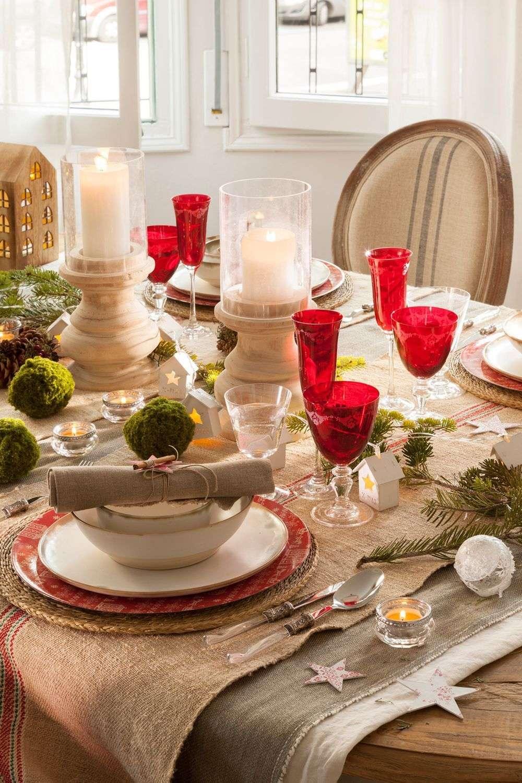 decoración de Navidad con vajilla roja