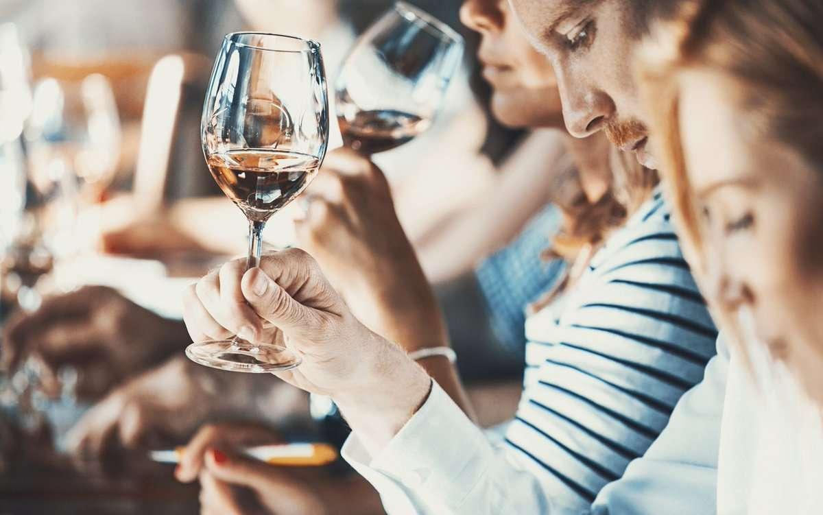 eventos navideños para empresas - cata vinos