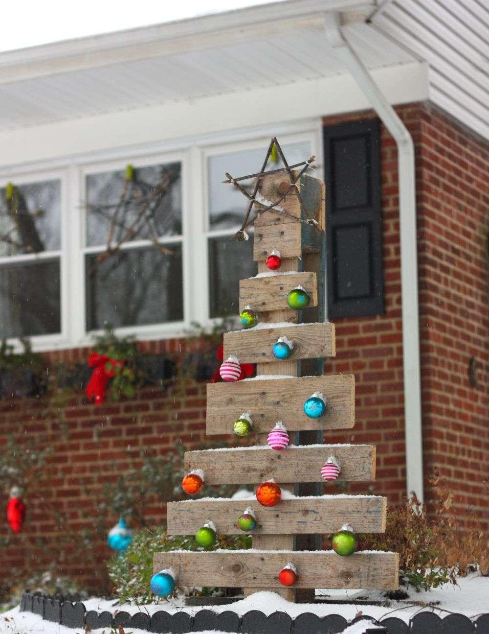 jardines navideños - árbol reciclado
