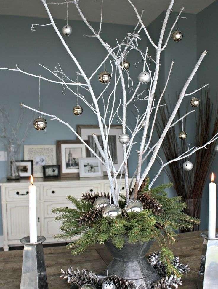 celebrar la Navidad - ramas plateadas