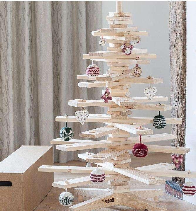 Árbol de Navidad con cinta adhesiva