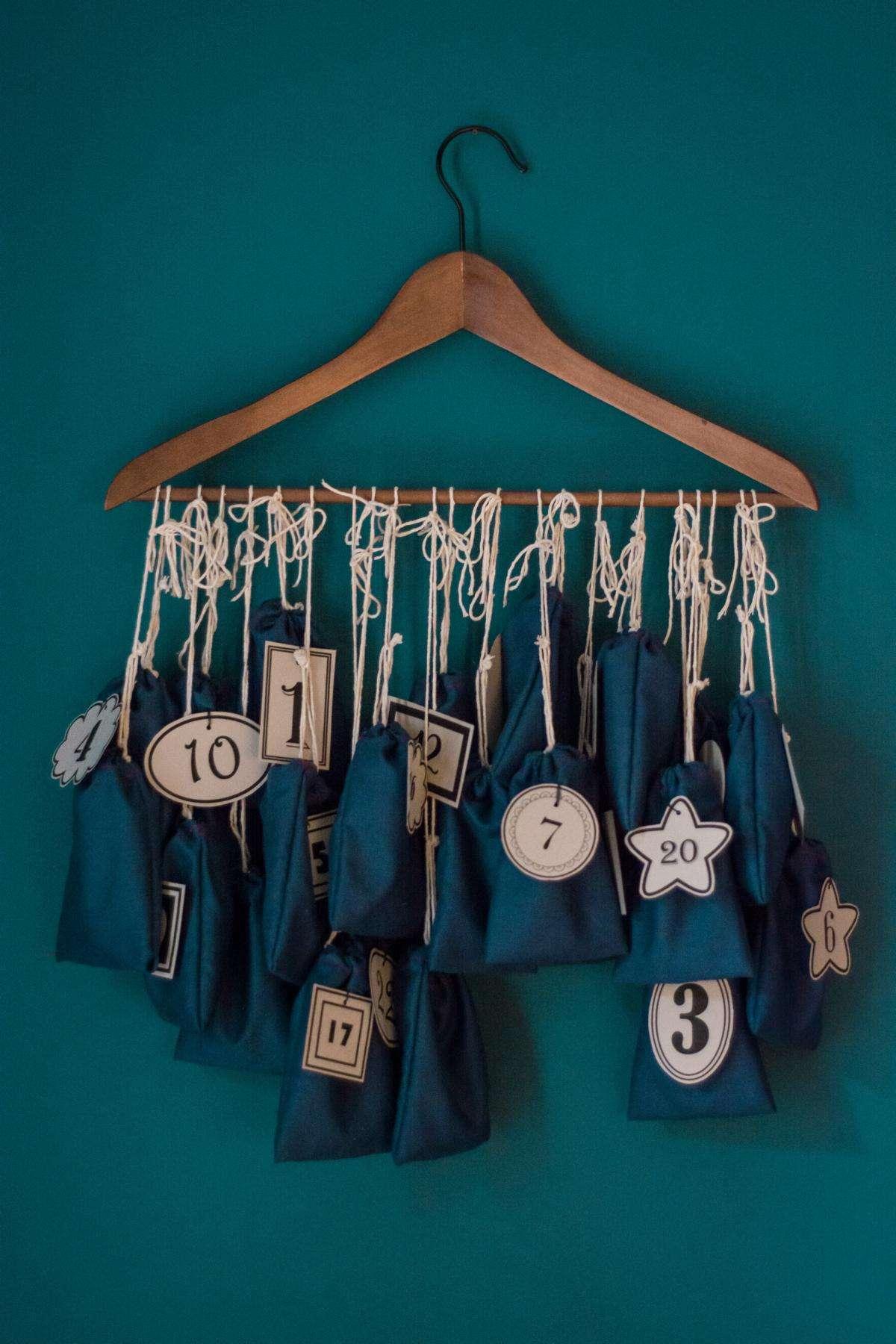 Calendario de Adviento con perchas