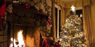 Tradiciones navideñas - salón con chimenea