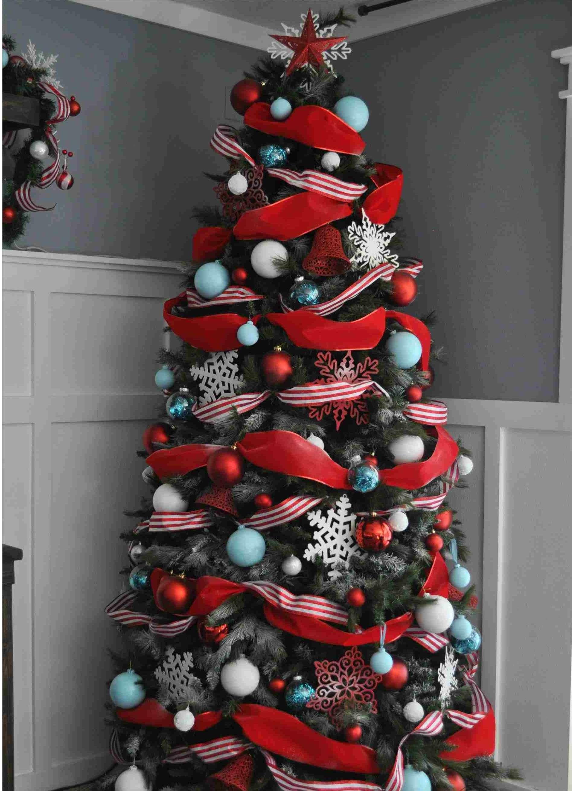 árbol de Navidad en rojo y azul