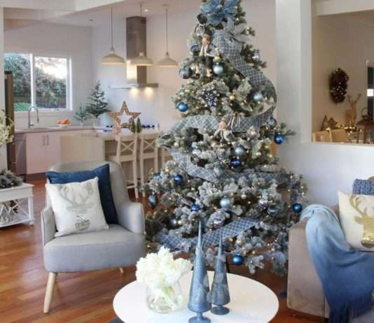 árbol de Navidad en azul y plata