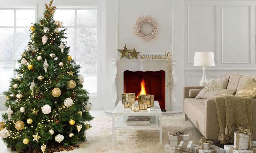 Decoración navideña en dorado y blanco