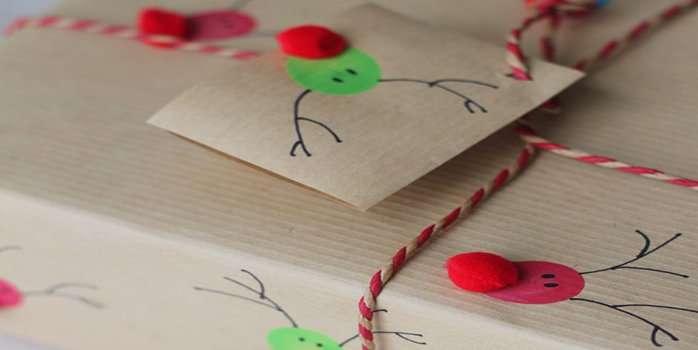 envolver regalos - huellas de colores