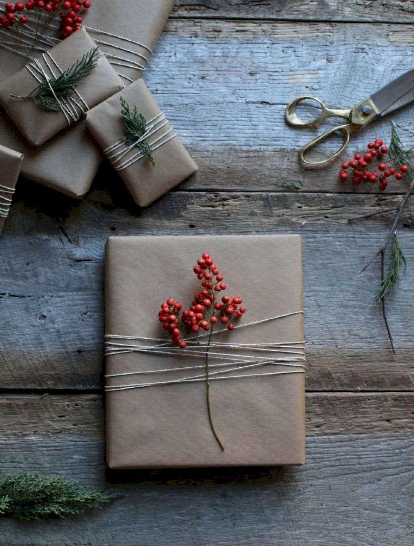 envolver regalos con bayas rojas