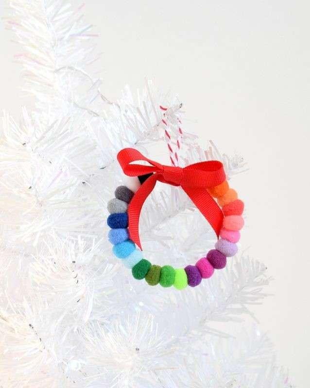manualidades navideñas con pompones