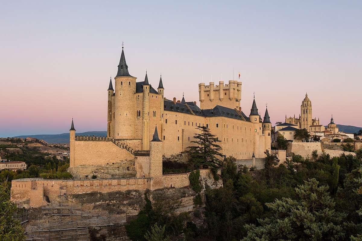 Los castillos más impresionantes de Europa para visitar en Navidad 5