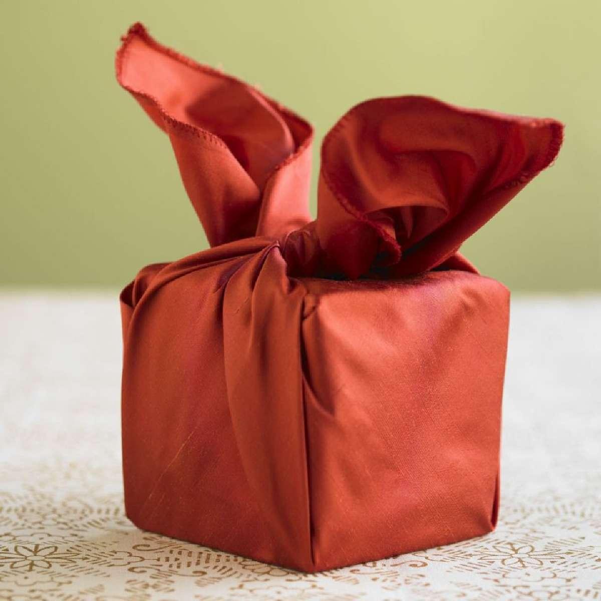 Originales ideas para decorar y envolver los regalos navideños 4