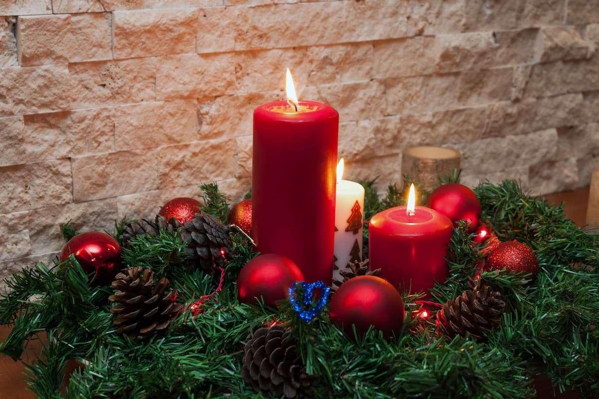 Cómo decorar velas navideñas usando servilletas de papel 5