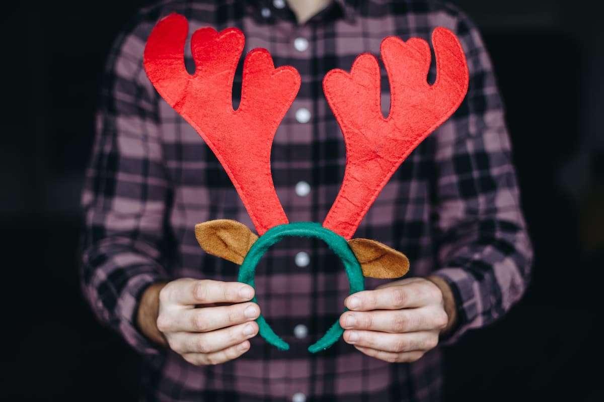 Cómo hacer unos cuernos de reno de fieltro esta Navidad 5