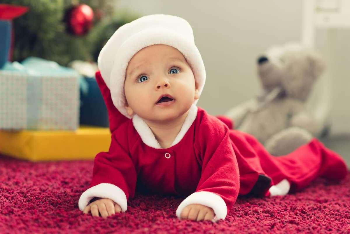Cómo hacer un traje de Papá Noel para bebé 5