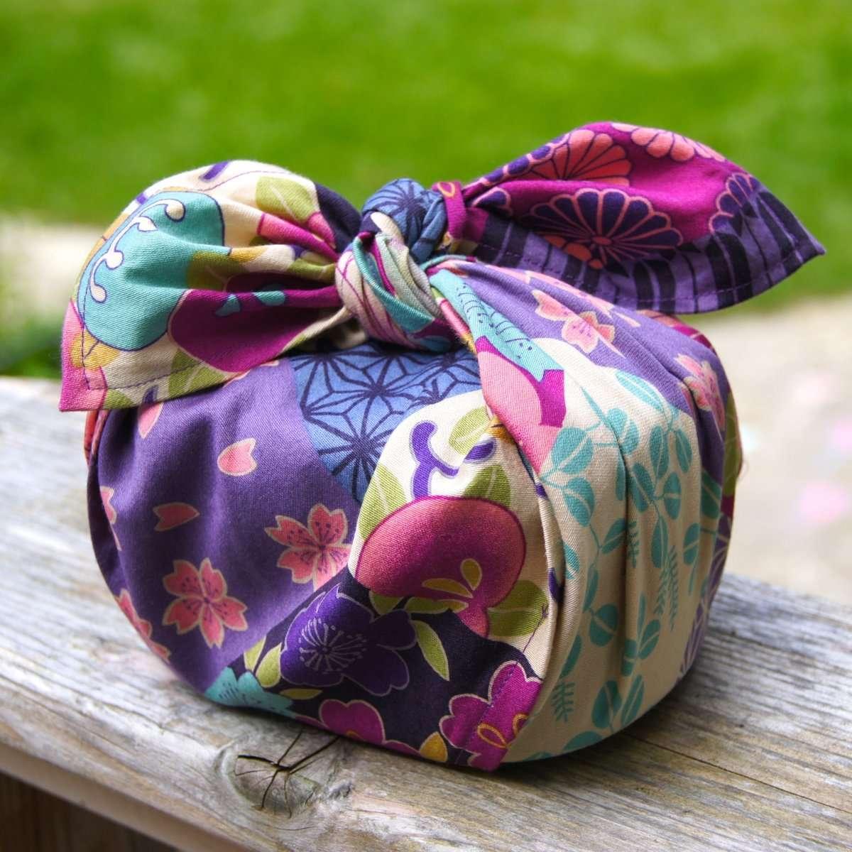 Diferentes maneras de envolver regalos con Furoshiki 7